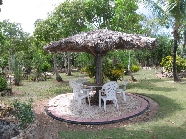 Beautiful private garden Russell Island Eleuthera